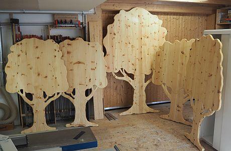 Die fünf Taufbäume in der Holzwerkstatt sind bereit.